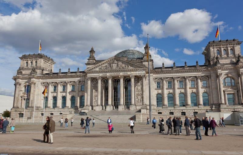 游人临近Reichstag 库存照片