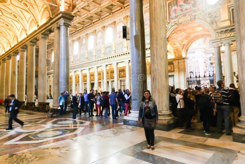 游人和信徒梵蒂冈的,意大利 免版税库存照片