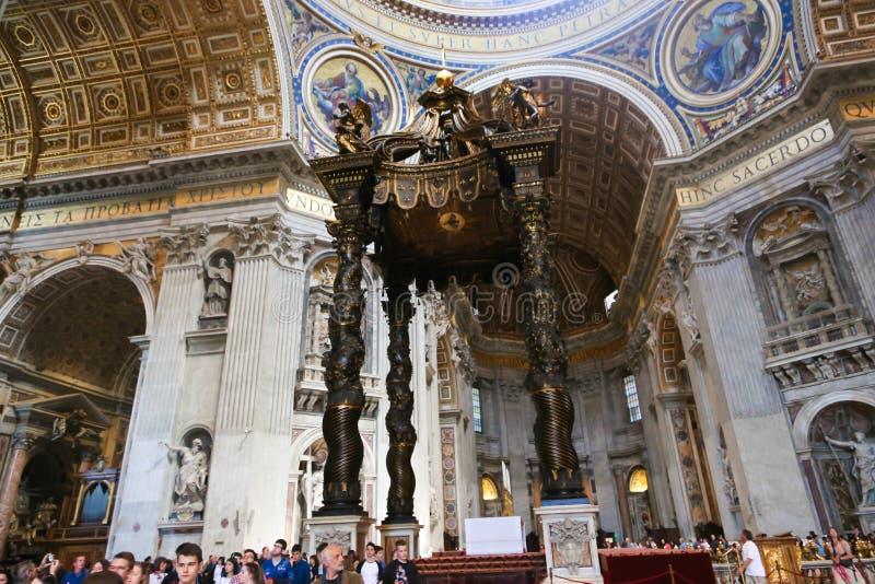 游人和信徒梵蒂冈的,意大利 图库摄影
