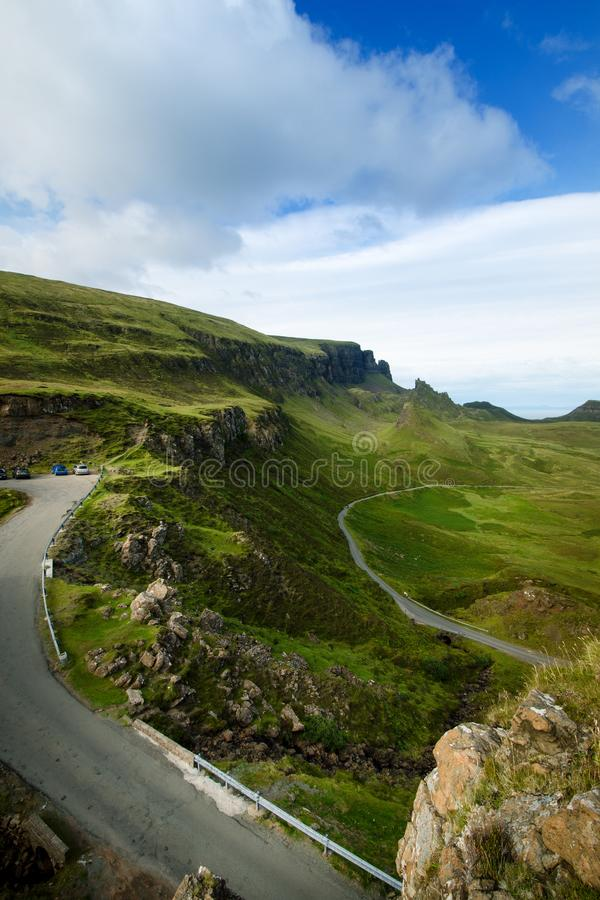 游人喜爱的位置在苏格兰-斯凯岛小岛  非常著名城堡在苏格兰叫爱莲・朵娜城堡 苏格兰绿色nat 免版税库存图片