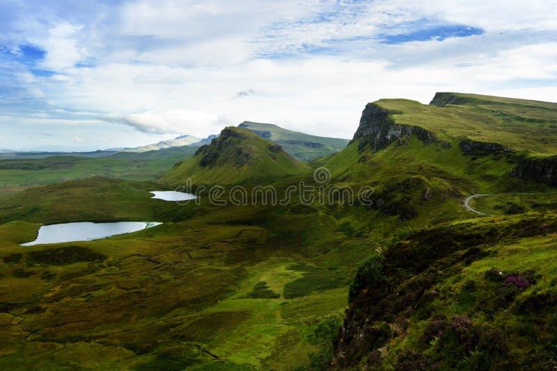 游人喜爱的位置在苏格兰-斯凯岛小岛  非常著名城堡在苏格兰叫爱莲・朵娜城堡 苏格兰绿色nat 库存照片