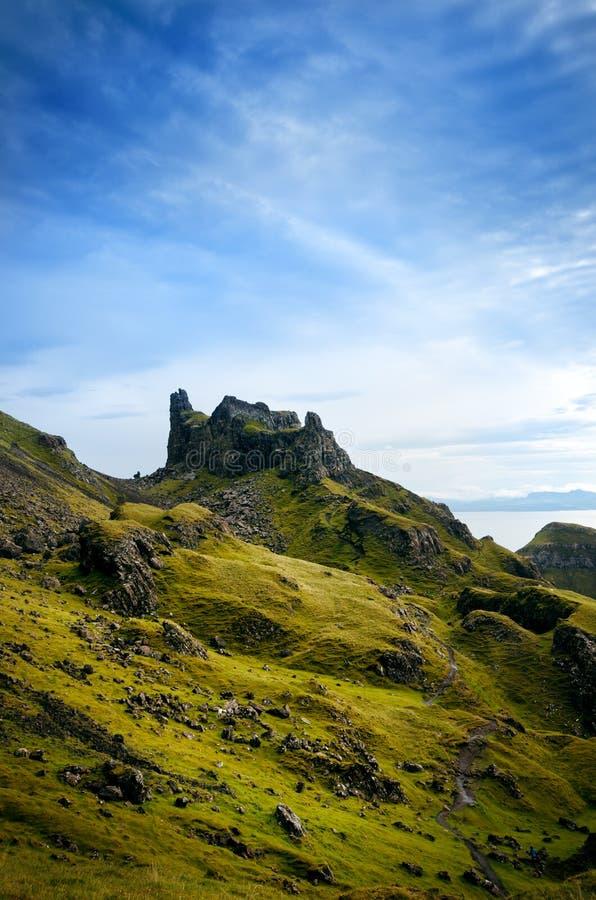 游人喜爱的位置在苏格兰-斯凯岛小岛  非常著名城堡在苏格兰叫爱莲・朵娜城堡 苏格兰绿色nat 库存图片
