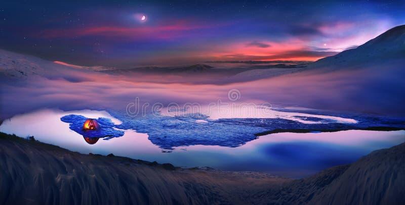 游人在冰上度过夜 库存照片