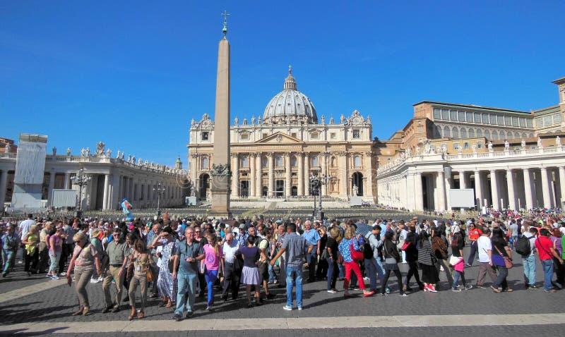 游人在梵蒂冈 图库摄影