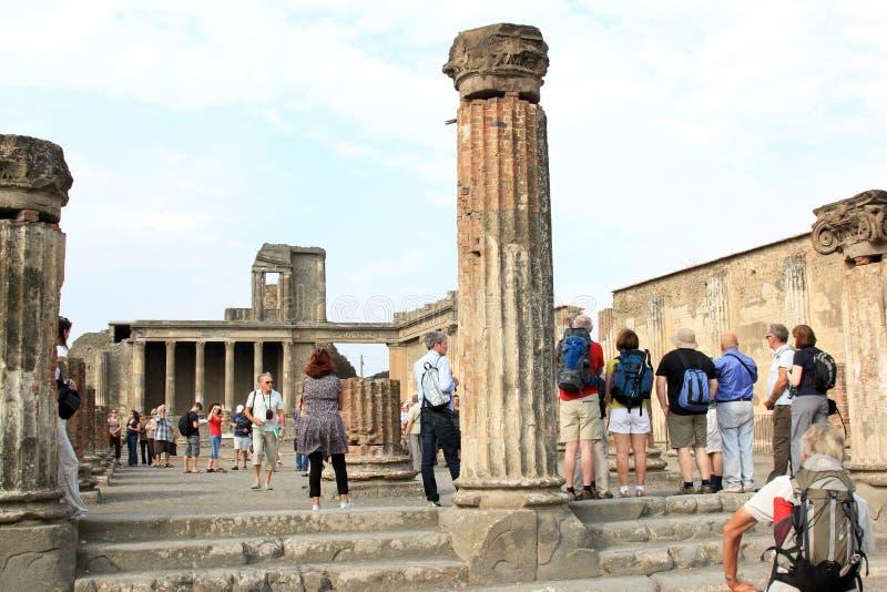 游人在波纳佩, Tempio di Venere,意大利 免版税库存照片