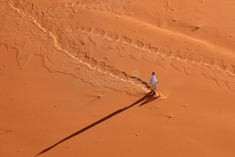 Download 游人在纳米比亚沙漠,纳米比亚 编辑类库存图片. 图片 包括有 黄色, 下来, 重婚, 破擦声, 长期, 下降 - 72353149