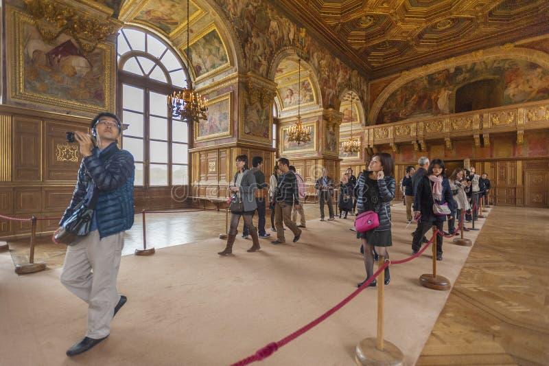 游人在Fontainbleau宫殿 图库摄影