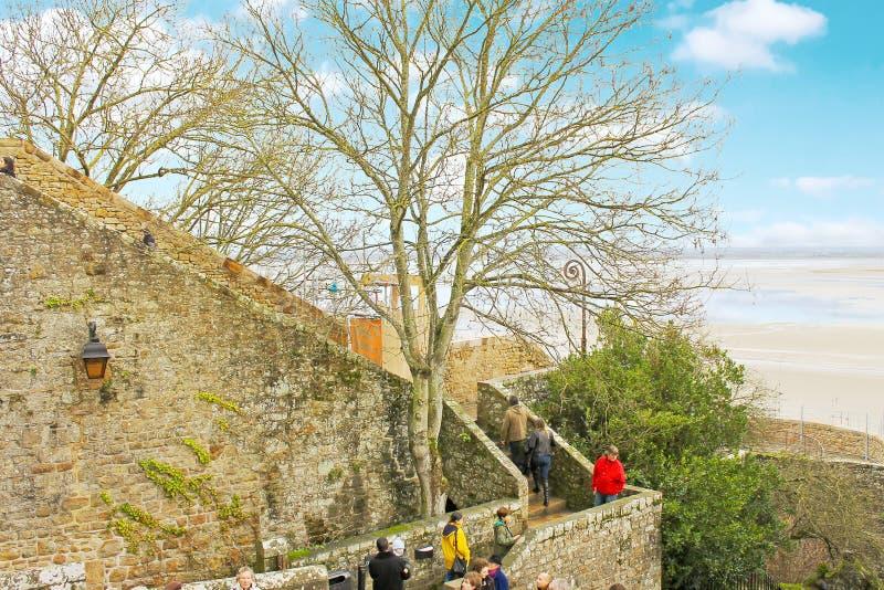 Download 游人在Mont圣徒米谢尔修道院里。 编辑类照片. 图片 包括有 哥特式, 修道院, 水坝, 遗产, 教会 - 30331136