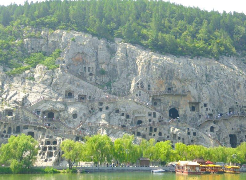 游人旅行的龙门石窟 库存图片