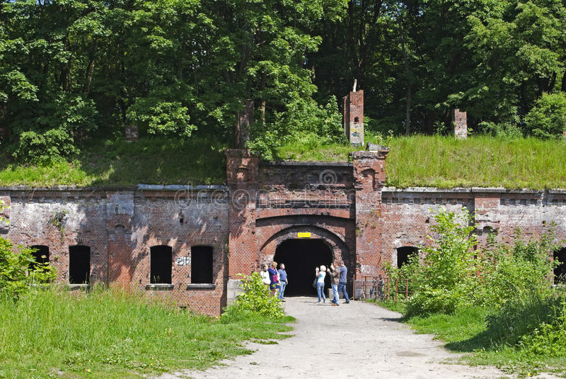 游人被拍摄在对堡垒数字thr的入口 免版税库存图片