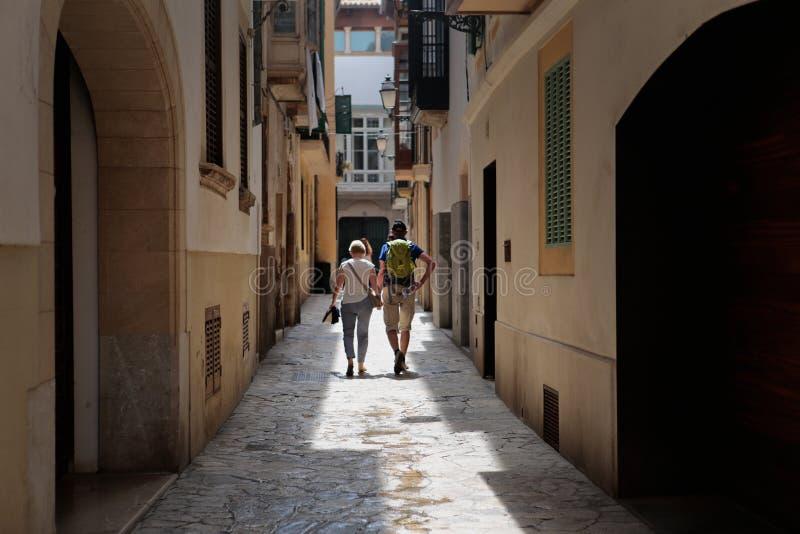 游人走的帕尔马de mallorcaA'ss的犹太正方形 免版税库存图片