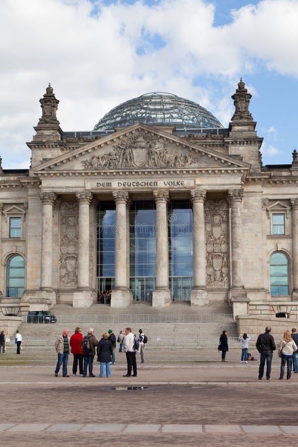 游人临近Reichstag 库存图片