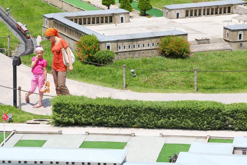 游人临近TBMM议会大厦 库存照片