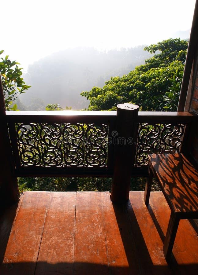 游廊有视图,泰国房子 免版税库存照片