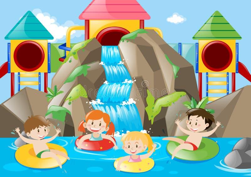 游泳在与瀑布的水池的孩子 皇族释放例证