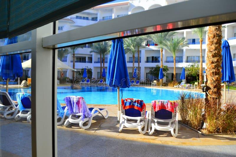 游泳场在豪华旅馆,Sharm El谢赫,埃及 免版税库存图片