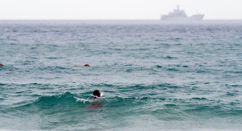 游泳妇女在海 库存照片