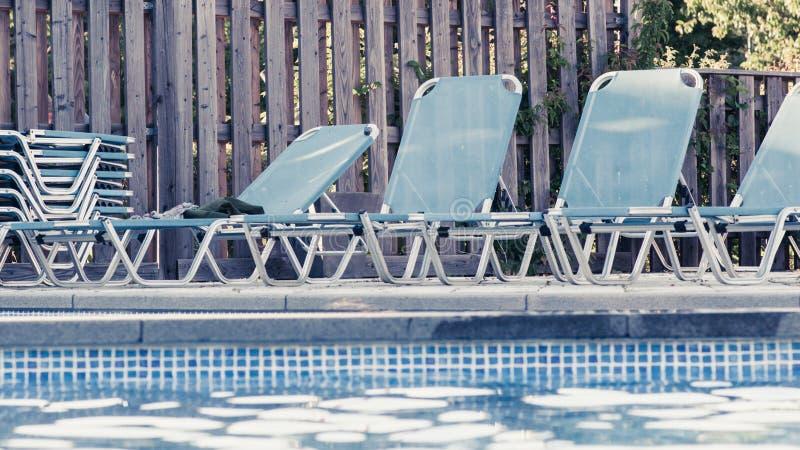 游泳池周围 免版税图库摄影