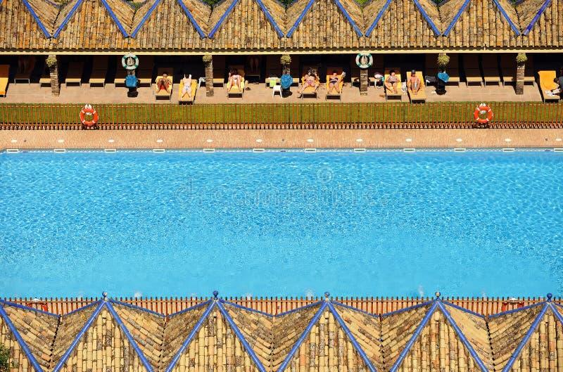 游泳池在卡尔莫纳,安大路西亚,西班牙 免版税图库摄影