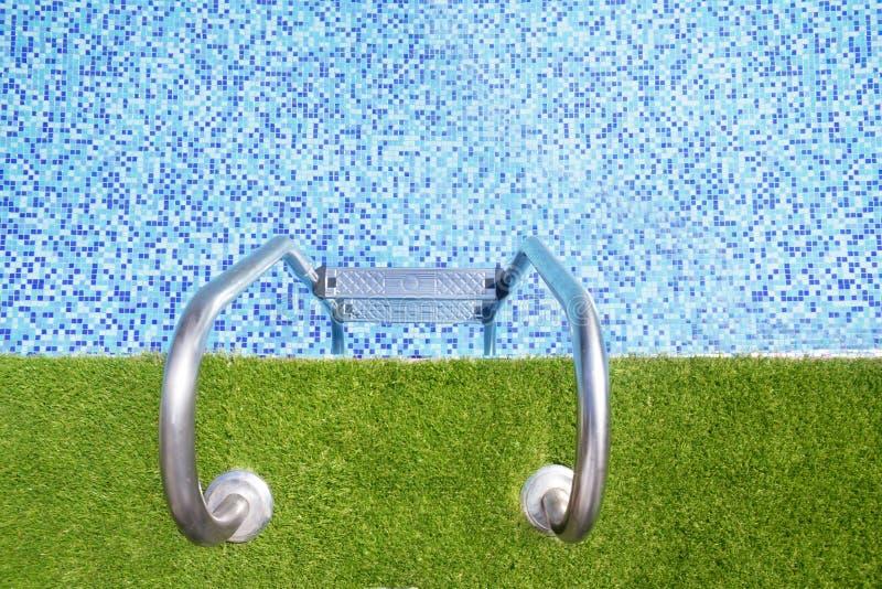 游泳池步骤 免版税库存图片