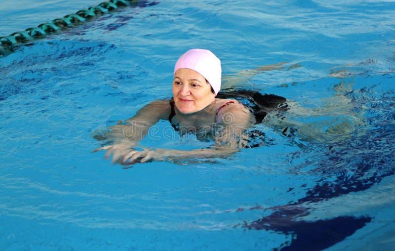 游泳池的中世纪妇女 库存照片
