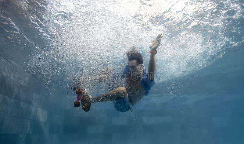 游泳池的人 库存照片