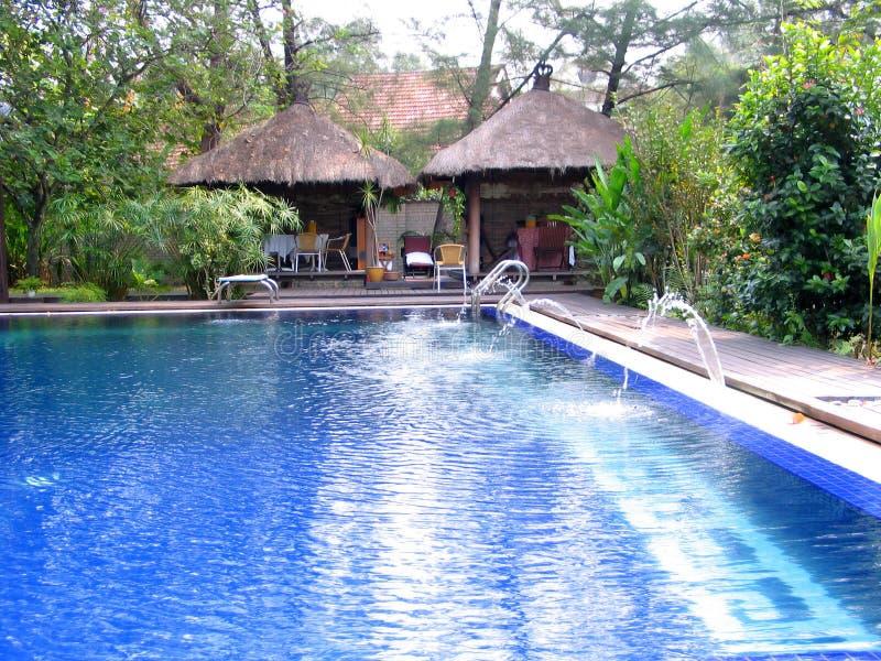 游泳池边温泉 库存照片