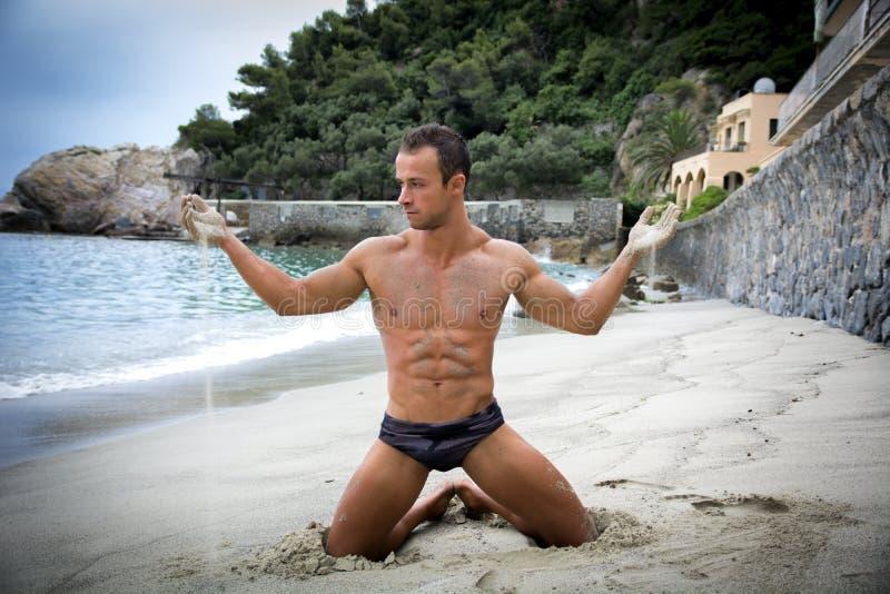 成人裸体-日本_图片 包括有 运动, 成人, 海洋, 火箭筒, 裸体, 健身 - 43759880