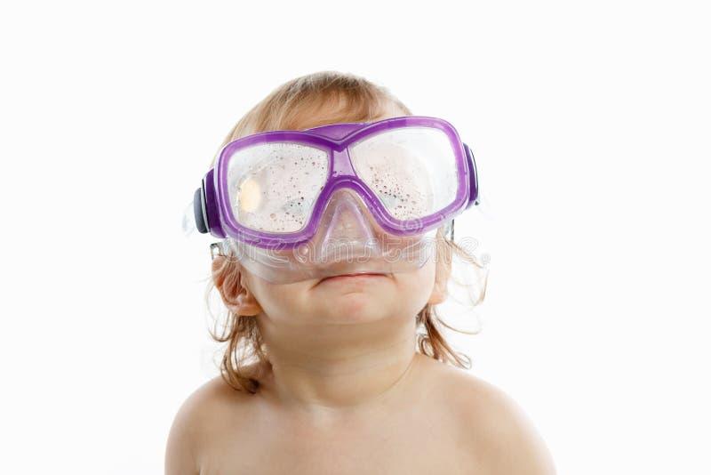 游泳面具的小潜水者与一张愉快的面孔特写镜头画象,在白色 免版税库存照片