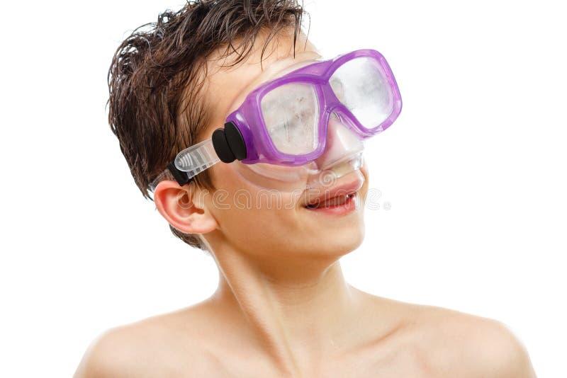 游泳面具的男孩潜水者与一张愉快的面孔特写镜头画象,隔绝在白色 免版税库存照片