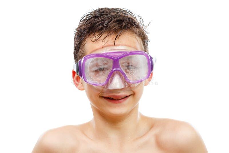 游泳面具的男孩潜水者与一张愉快的面孔特写镜头画象,隔绝在白色 免版税库存图片