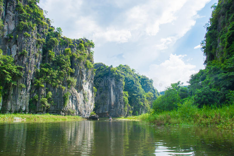 游船多数普遍的地方在越南 库存照片
