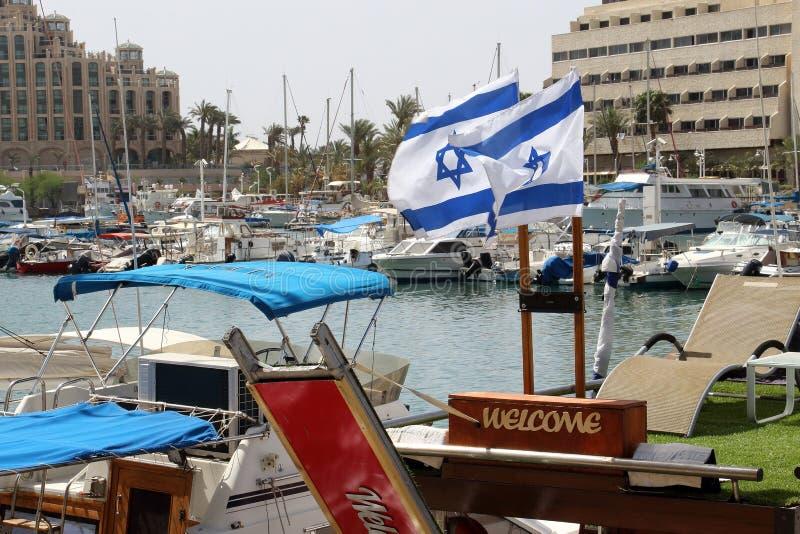 游艇和小船在埃拉特小游艇船坞  免版税库存照片
