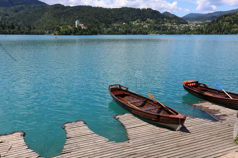 游艇和小船在码头 库存照片