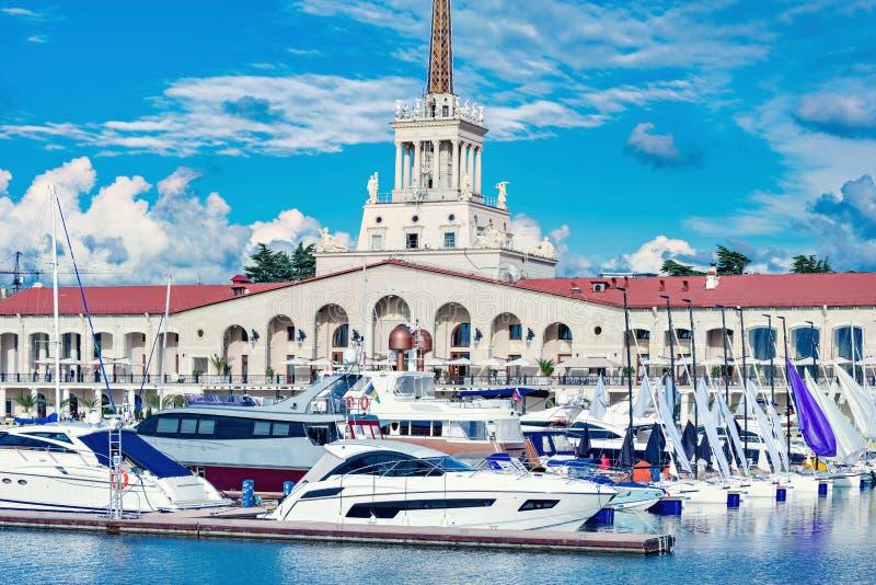 游艇和小船在索契 库存照片
