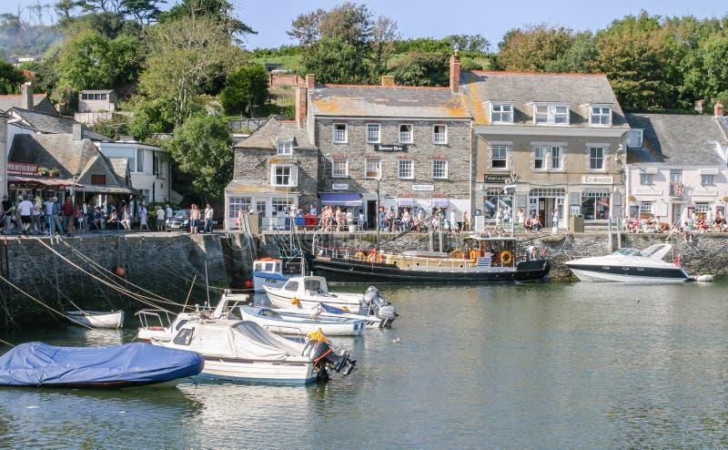 游艇和汽船在Padstow港口停泊了 免版税库存照片