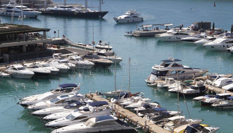 游艇和recretional船只在口岸阿德里亚诺 免版税库存照片