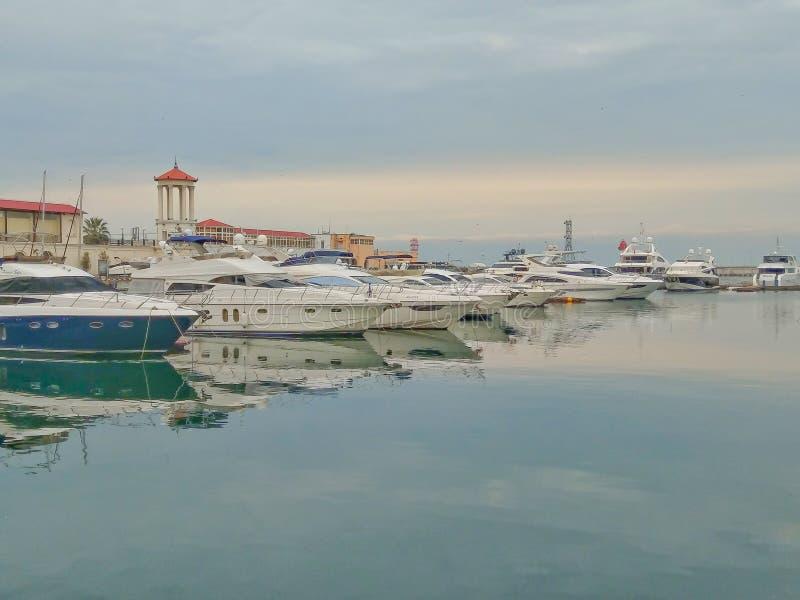 游艇在海港索契在一阴天 图库摄影