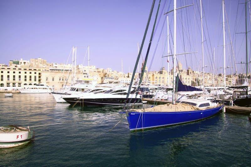 游艇在盛大港口的小游艇船坞 免版税图库摄影