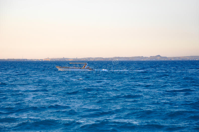 游艇在蓝色海 免版税库存照片