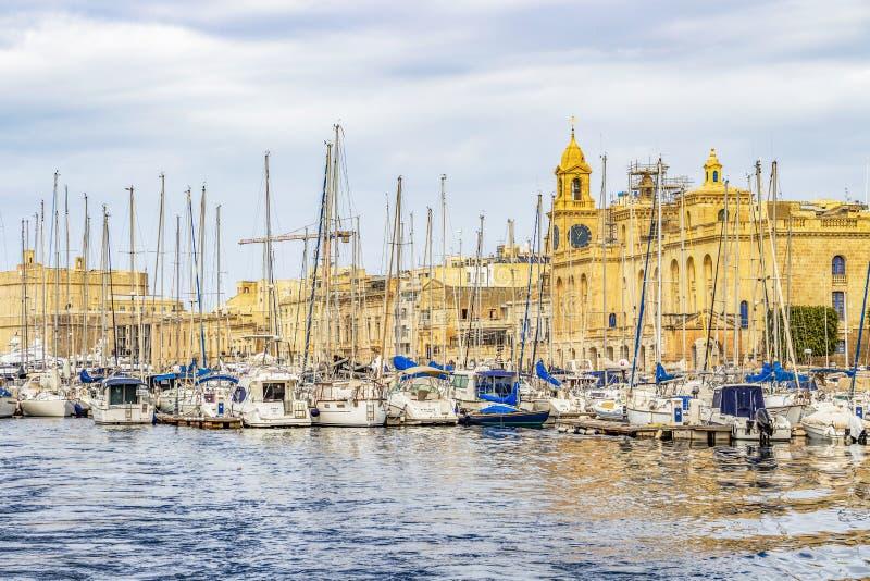 游艇小游艇船坞风船和马尔他建筑学 免版税库存图片