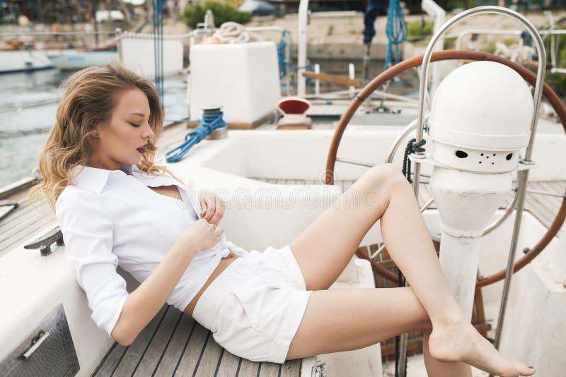 游艇的一个成功的夫人 免版税库存图片