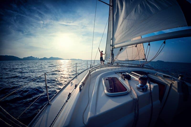 游艇的人 免版税库存照片
