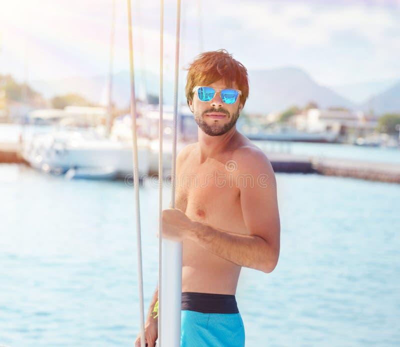 游艇的英俊的人 库存图片