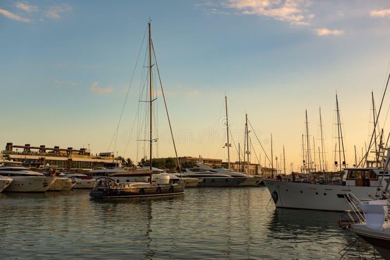 游艇相接在帕尔马海湾 免版税库存图片