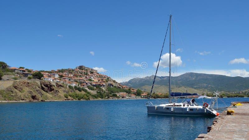 游艇被停泊在Molyvos港口 库存图片