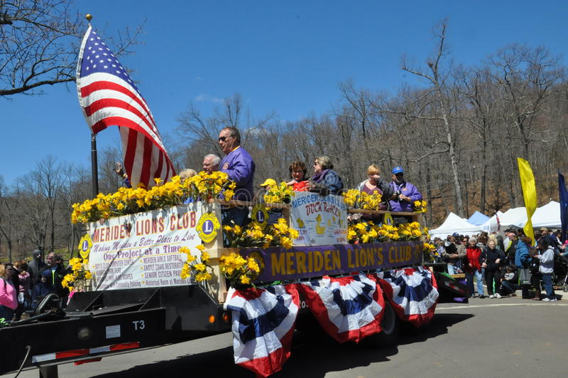 游行在第37个每年黄水仙节日在梅里登,康涅狄格 免版税库存照片