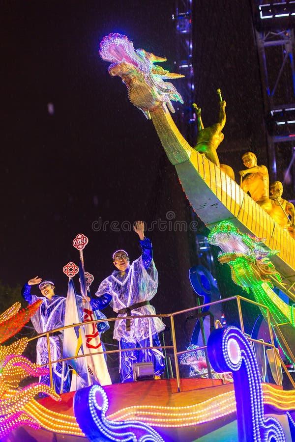 游行排列作为最大的街道节日在亚洲 图库摄影
