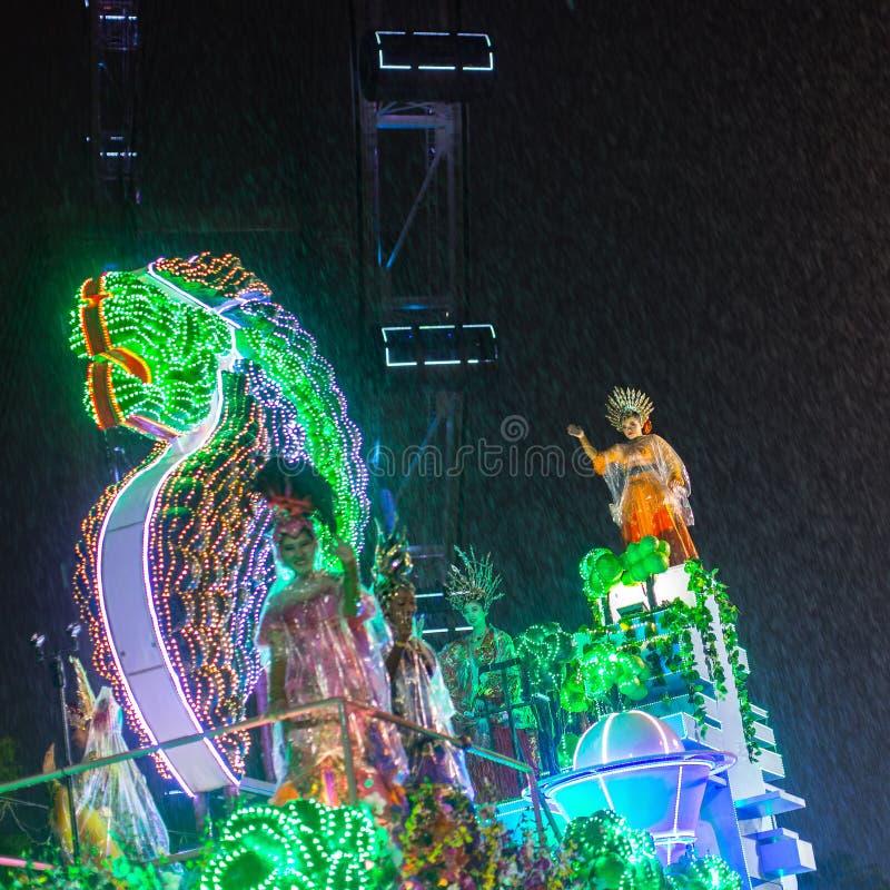 游行排列作为最大的街道节日在亚洲 库存图片