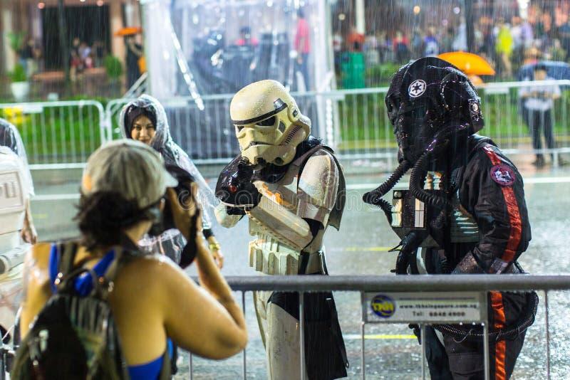 游行排列作为最大的街道节日在亚洲 库存照片